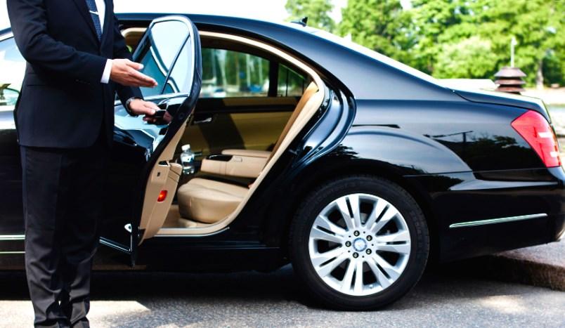 Преимущества аренды автомобиля с водителем